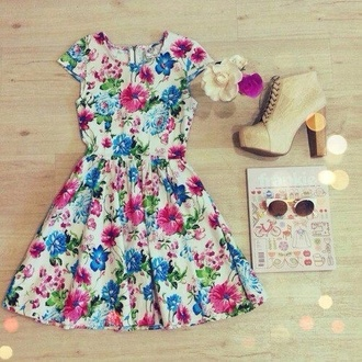 dress floral flowers pastel vintage pink blue green white sleeves outfit idea ideas girly retro girl colorful shoes sunglasses floral dress high heels prettty fashion fancy dress make-up leggings pajamas