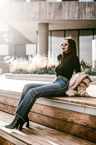 stuffshelikes blogger jeans coat shoes sunglasses winter outfits ankle boots teddy bear coat