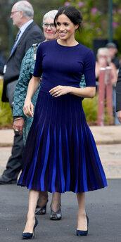 skirt,meghan markle,celebrity,blue,blue dress,pleated,midi dress,sweater
