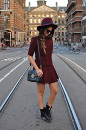 satisfashion,blogger,top,skirt,shoes,bag,jewels,burgundy,hat,fall outfits,preppy