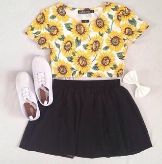 shirt sunflower yellow cute shoes white hair accessory dress blouse crop tee skater skirt sunflower shirt skirt black skirt hair bow tank top daisy things floral studded high waisted flowers t shirt flowers shorts t-shirt crop tops half shirt top tumblr pretty tumblr girl plimsolls sunflower crop top black skater skirt circle skirt blumen outfit bow printed t-shirt