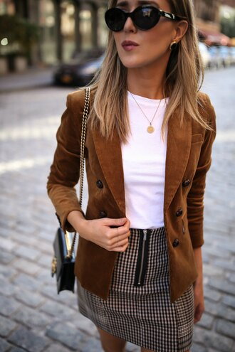 the classy cubicle blogger jacket shorts t-shirt skirt shoes fall outfits blazer mini skirt