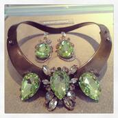 jewels,necklace,green,metal,big,luxurious,diamonds,earrings,set