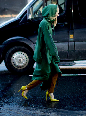 top green top long top hoodie nyfw 2017 fashion week 2017 fashion week streetstyle green pants stirrup pants pumps pointed toe pumps high heel pumps yellow yellow shoes mustard