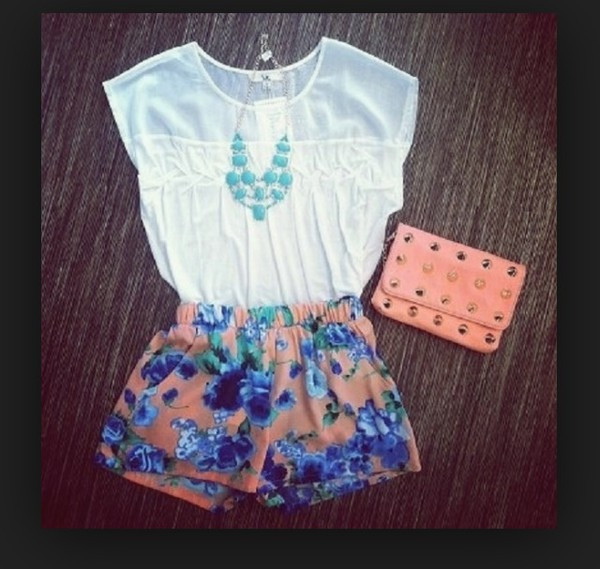 top t-shirt shirt white necklace clutch bag shorts summer outfits cute