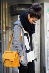 sweater,clothes,bag,shirt,knitted scarf,infinity scarf,black scarf,white t-shirt,t-shirt,grey sweater,scarf,cute,sweater weather,big scarf,skinny girl,fashion,jacket