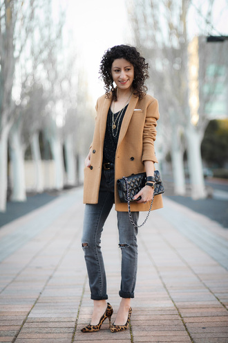 alterations needed blogger beige coat ripped jeans grey jeans