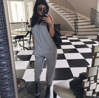 kylie jenner jumpsuit kendall and kylie jenner grey grey jumpsuit sunglasses black sunglasses bag black bag converse kardashians grey sweatpants onesie romper gray