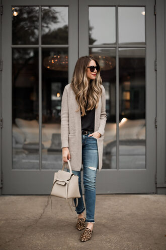 the teacher diva blogger cardigan tank top jeans belt jewels sunglasses make-up bag spring outfits grey cardigan loafers camisole