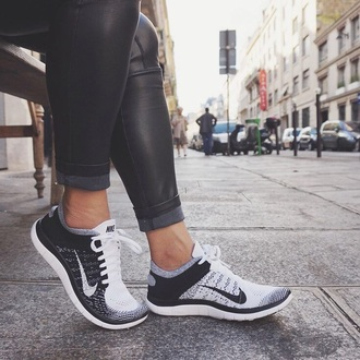 shoes nike running shoes nike shoes nike free run pants black jeans black pants leggings jeggings nike shoes for women black shoes black and white shoes nike sneakers running fly knit fitness