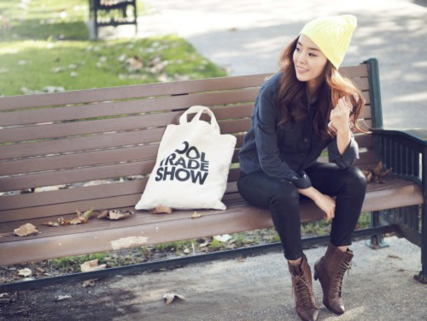 jullianne blogger beanie tote bag combat boots