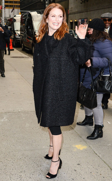 julianne moore black coat boyfriend coat