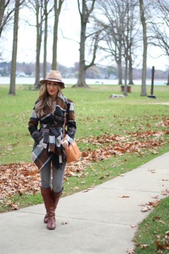 lilly's style blogger jeans brown leather boots bag
