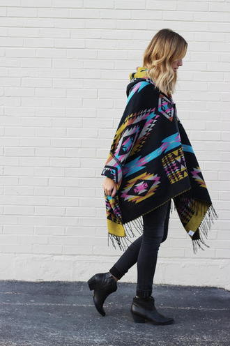 the whiskey wolf blogger poncho aztec tribal pattern fall outfits black boots