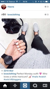 bag,black,grey,cool girl style,hoodie,jewels,jeans,shoes,nail polish,grey shoes,black watch,watch,trainers,sneakers,slip on shoes,plimsolls,vans slip on,slip on sneakers,white