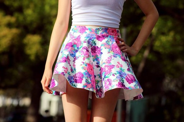 skirt flowers rose pink white flowers floral fashion blue shirt short nice girl style icon beautiful pretty gorgeous photography picture summer purple dress floral skirt skater skirt circle skirt pleated skirt hipster tumblr dress top