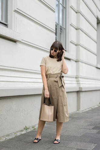skirt black shoes tumblr khaki midi skirt t-shirt nude top sandals flat sandals bag nude bag sunglasses shoes