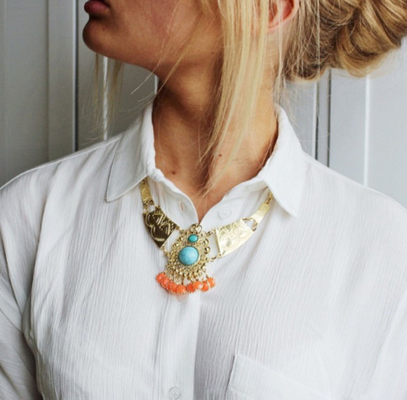 white jewels necklace jewelry gold gold jewelry gold jewels gold necklace turquoise jewelry turquoise turquoise necklace orange shirt white t-shirt