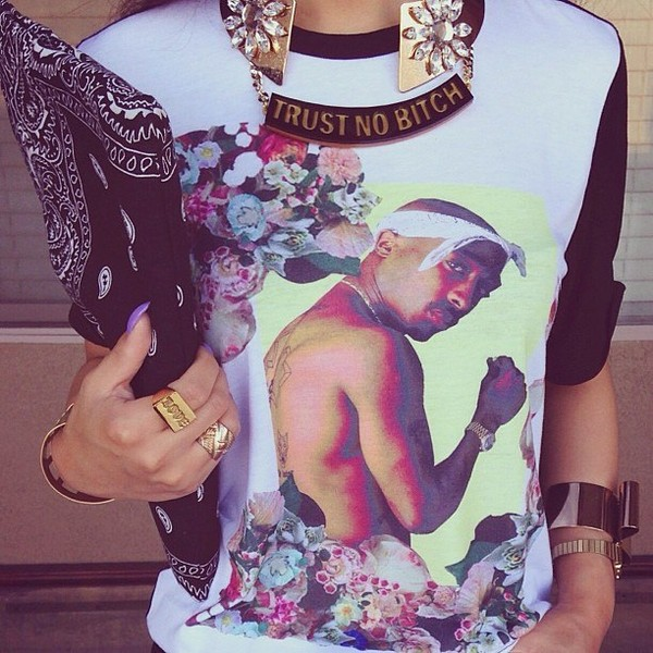shirt blouse black white flowers floral tupac tupac rap gangsta jewels bag chain gold chain gold ring jewelry tupac shirt flowers accesoires chain 2pac sweater tupac floral tank top gold gold jewelry jewelry bandana print