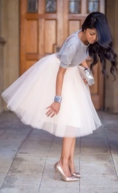 skirt,blouse,dress,tulle skirt,white,grey top,white and gray,silver bracelet,formal outfits,cute,top,ballet,beige skirt,midi skirt,50s style,ballerina,tutu,clothes,grey,summer,grey dress in the middle,t-shirt,pattern,style,beautiful,tights,grey dress,bag,clutch,metallic clutch,silver clutch,white skirt,pumps,gold pumps,bracelets,spring outfits
