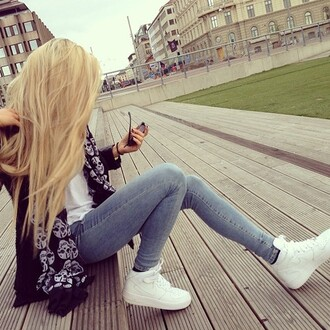 scarf shoes white hightop skull pattern cute jeans acid wash sweater skinny jeans baskets blonde hair girl fashion denim blue