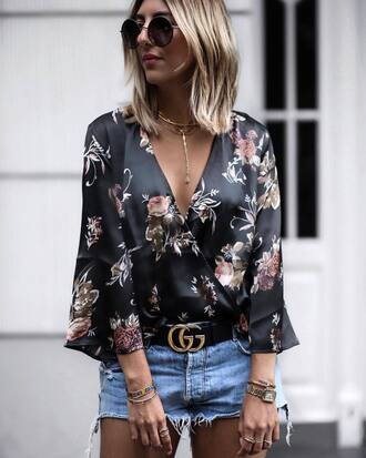 shirt floral top tumblr floral v neck necklace gold necklace jewels jewelry belt gucci gucci bag shorts bracelets gold jewelry gold bracelet round sunglasses