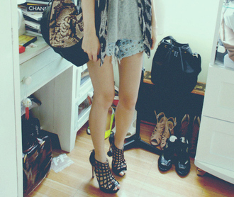black shoes shoes high heels shorts snake skin black bag