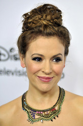 jewels,gold,neck,alyssa milano,necklace,jewelry,embellished