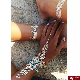 make-up main maquillage make up hand bracelets