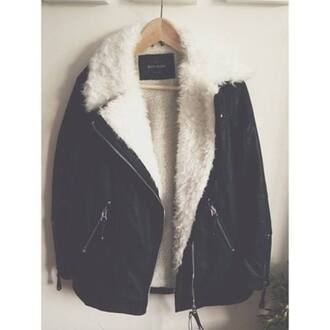 jacket clothes fur coat fur jacket pretty leather jacket black leather jacket black leather i want the same pleaseeeee help me from weheartit warm jacket autumn fashion winter jacket girls clothing