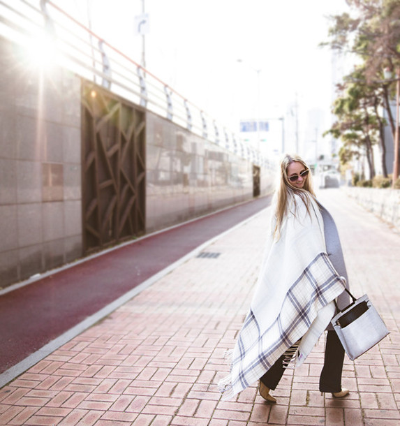 my blonde gal blogger poncho flare jeans