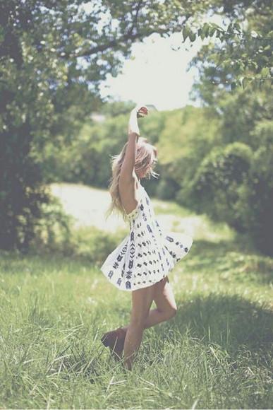 blonde hair blonde girl blonde robe robes robe fashion robe blanche blanc blanc et noir nature naturale nature decor