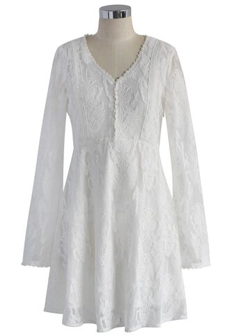 dress v-neck floral flocked dress in white chicwish white