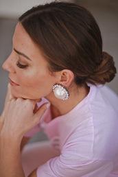 jewels,bun,jewelry,earrings,pearl,pearl earrings,bun hairsyle