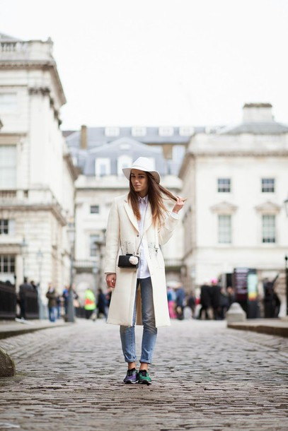 amoureuse de mode blogger hat white coat coat shoes bag jeans shirt