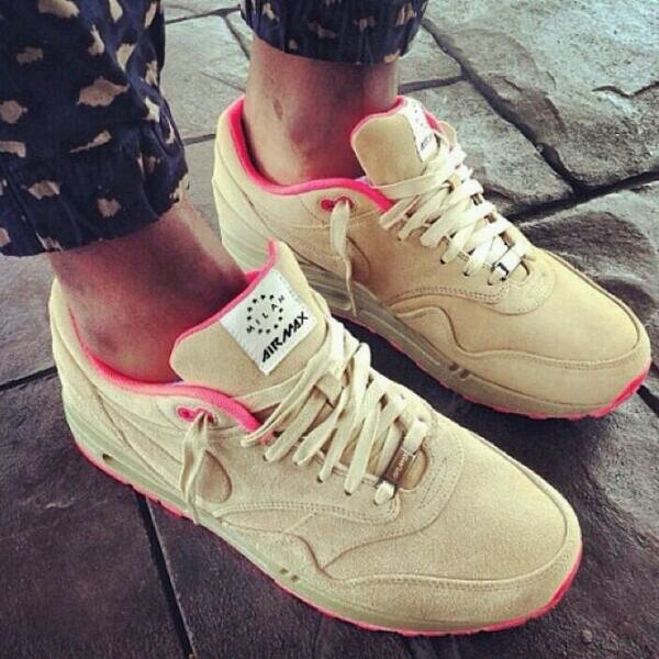shoes air max nike air nike woman nike beige pink sportswear nike air max
