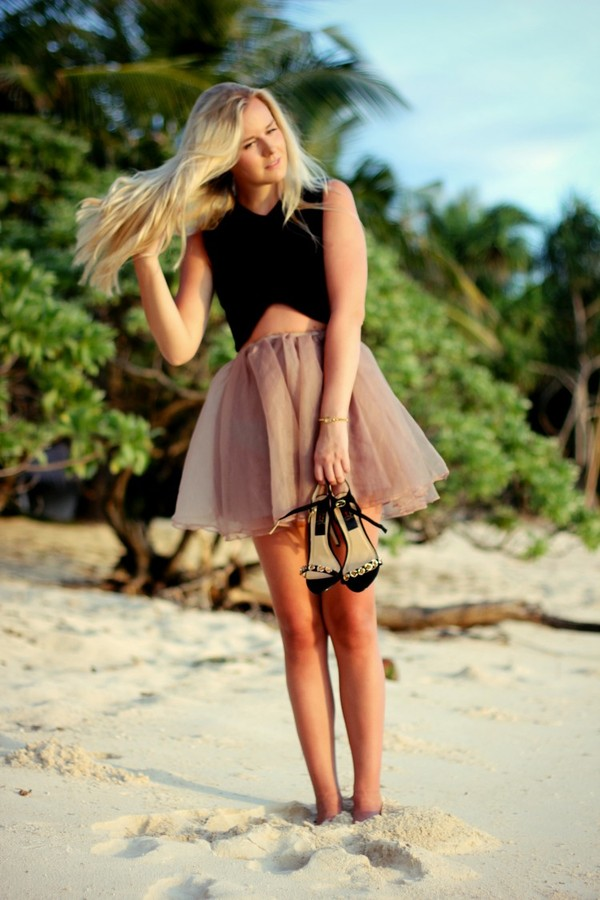 fanny staaf skirt t-shirt shoes tank top