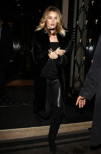 rosie huntington-whiteley model off-duty fashion week 2016 paris fashion week 2016 all black everything choker necklace necklace black model celebrity style jewelry black choker
