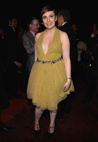 dress lena dunham celebrity style celebrity actress v neck dress plunge v neck shoes black shoes high heels midi dress curvy