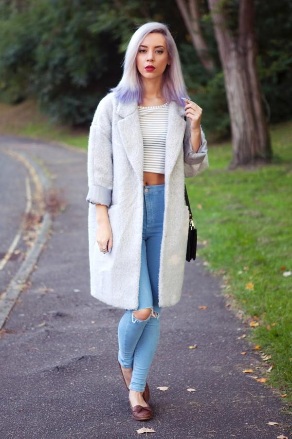 leanne lim walker blogger top jeans jewels make-up bag