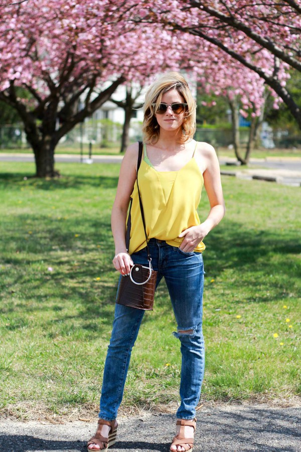 kim tuttle the knotted chain - a style blog by kim tuttle blogger top pants shoes bag sunglasses