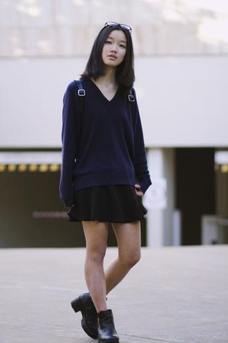 shanni side up blogger navy oversized sweater black skirt
