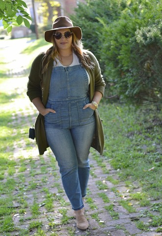 mommyinheels blogger sweater top shoes bag hat denim overalls overalls cardigan ankle boots felt hat fall outfits