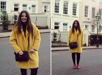 missplayground blogger yellow coat boyfriend coat black bag coat bag dress shoes