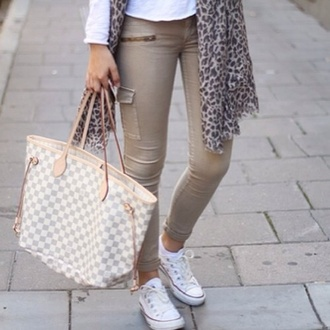 pants zip skinny pants bag jeans safari beige beige pants white nude skinny trouser tan neverfull converse scarf white beige zipper jeans louis vuitton bag
