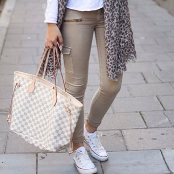 pants beige pants zip skinny pants summer pants sockless ankles bag jeans safari beige white brown pants nude skinny trouser tan neverfull converse scarf white beige zipper jeans louis vuitton bag cute olive green olive skinny super pants green mint green jeans