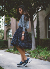 honey n silk,blogger,winter outfits,midi skirt,checkered,grey sweater,sweater,skirt,shoes,bag,jewels