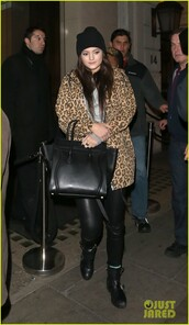jacket,wow,amazing,kardashians,coat,kylie jenner,leopard print,gorgeous,spring,keeping up with the kardashians,bag