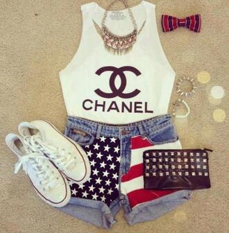 t-shirt clothes american flag converse shorts asse chanel shoes bag necklace accessory jewels sneakers blouse chanel tank top tank top white american flag shorts jewelry denim hair bow bracelets spikes shirt make-up america flag gold white converse purse top white crop tops cute top cute chic girly stylish style