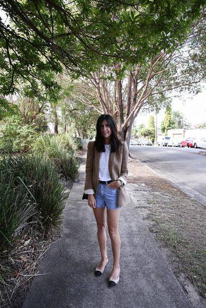 mademoiselle blogger t-shirt shorts jacket belt shoes bag jewels denim shorts blazer ballet flats